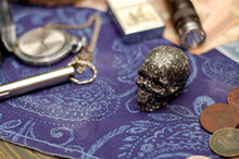 Резной череп из кунжутной яшмы