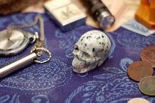 Резной череп из яшмы Лотос