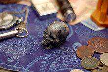 Резной череп из яшмы Пикассо